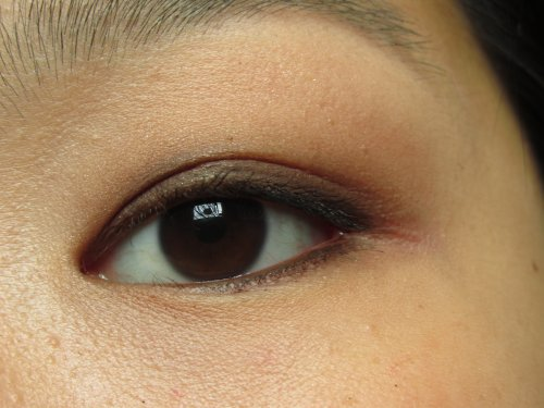 Essence longlasting eye pencil Hot chocolate1