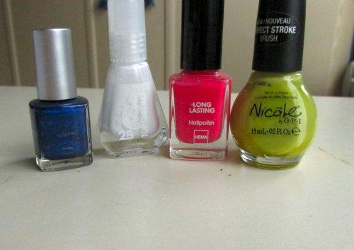 nails colourful dots
