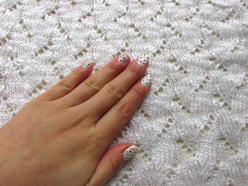 nails colourful dots1