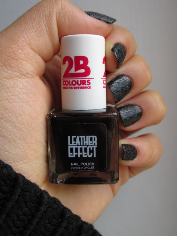2B Leather Effect Nail polish Black