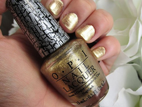 Diverse nail polish finishes Foil