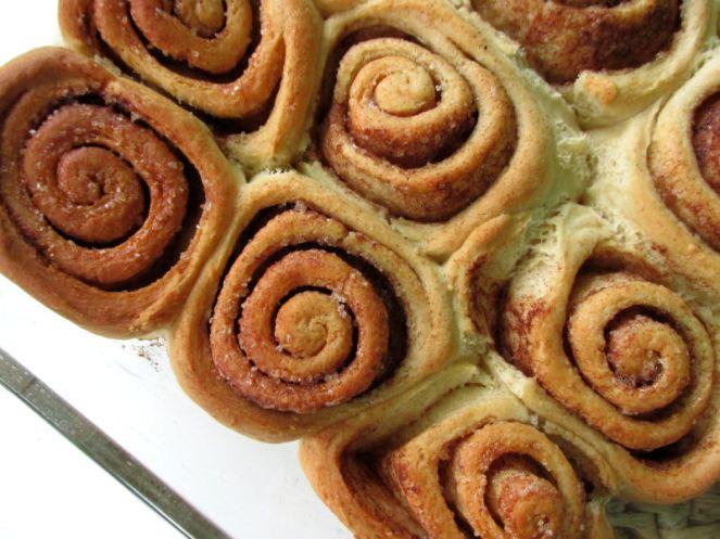 Cinnamon roll (2)