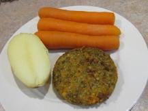 Gepofte aardppel, wortelen en machtig lekkere linzenburger