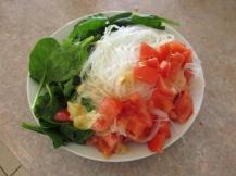 Mihoen met tomaat, gesmolten kaas en spinazie als ontbijt