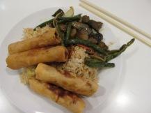 Belachelijk vette groenten, rijst en groentenloempia's