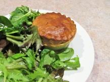 vegetarische gehakt taartje met sla