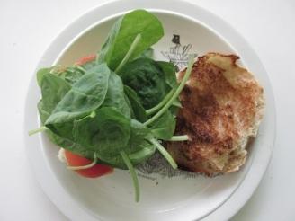 Hamburger, tomaat, spinazie en aardappelsalade (4)