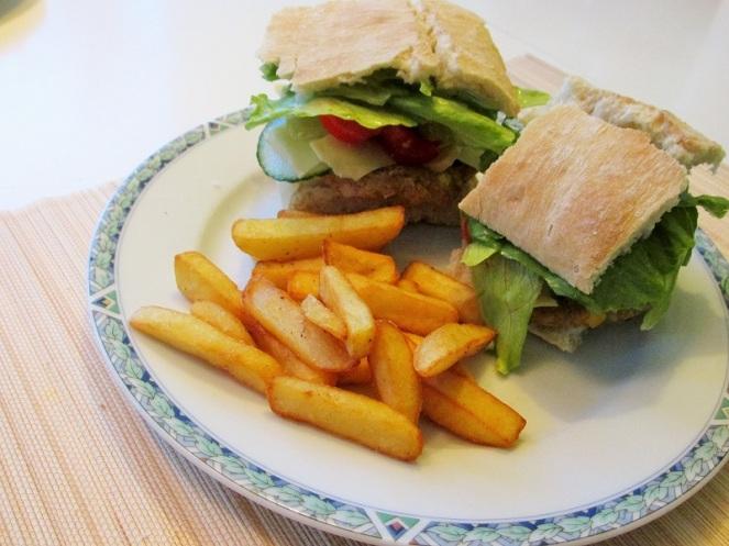 Kikkererwtenburger met friet