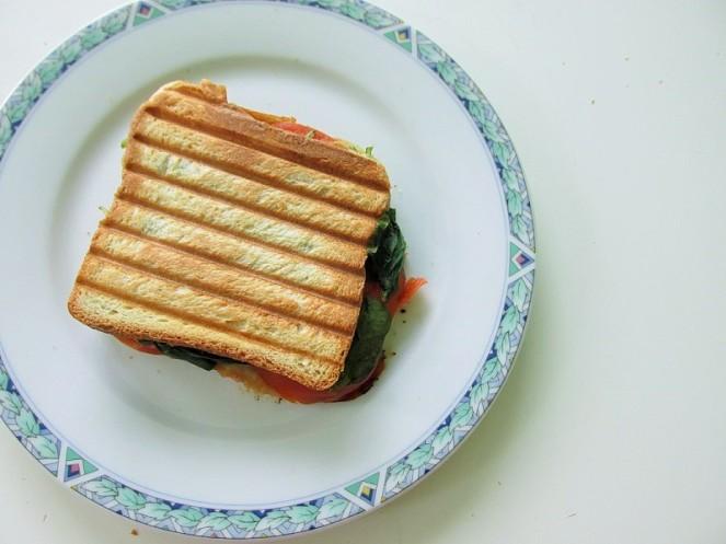 Food 4X Gezonde Vegan Ontbijt Ideeën - tosti tomaat spinazie (1)