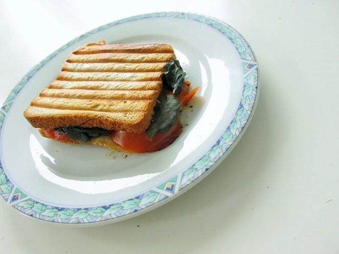 Food 4X Gezonde Vegan Ontbijt Ideeën - tosti tomaat spinazie (2)