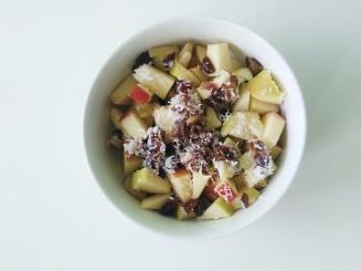 Foodshots Fruitsalad apple raisins coconut flakes