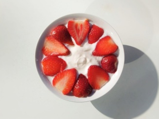 Yoghurt strawberries