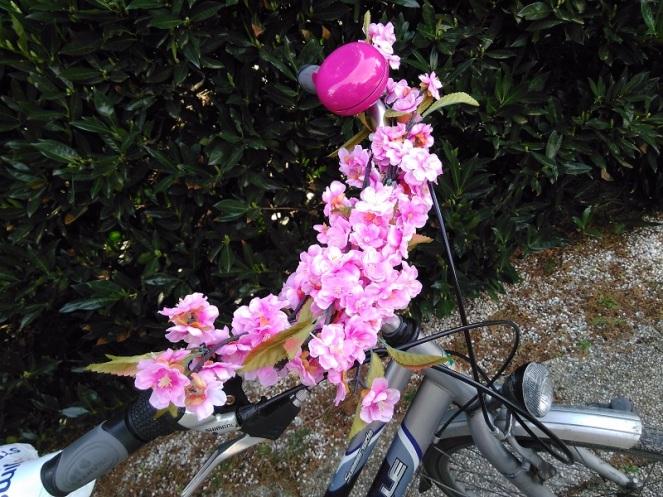 DIY Pimp your bike with flowers (6)