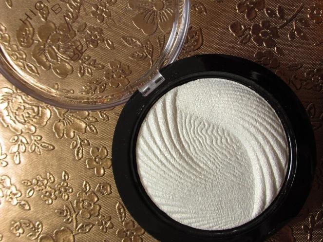 Makeup Revolution Vivid Baked Highlighter (2)