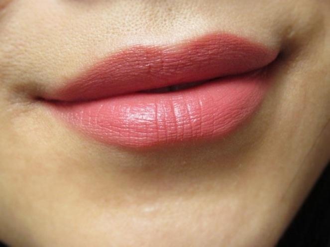 KIKO Smooth Temptation Lipstick 04 English Rose