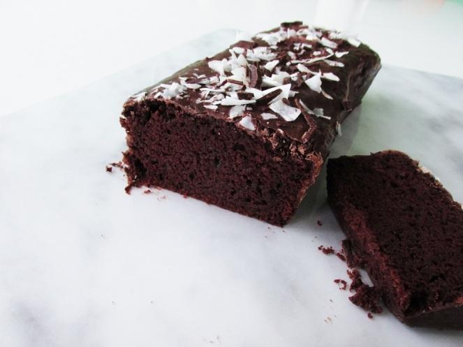 vegan-chocolate-cake-with-coconut-1