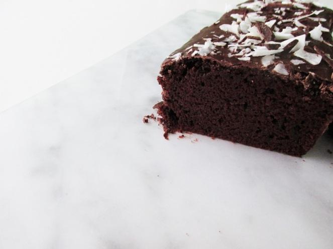 vegan-chocolate-cake-with-coconut-3