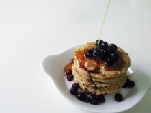 vegan-glutenfree-pancakes-with-blueberries-and-maple-syrup-dripping-2